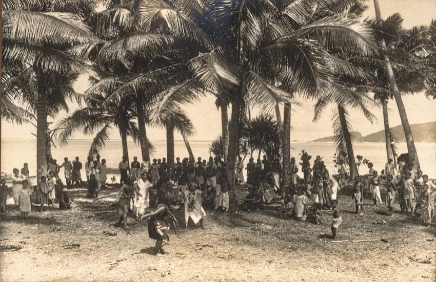 Festivities & Dancing, Satitoa-Malaela area, Aleipata, 1915. Photo: Gesa Akkerman-Ohle Collection. Note the islands of Nu'utele & Nu'ulua on the far right.