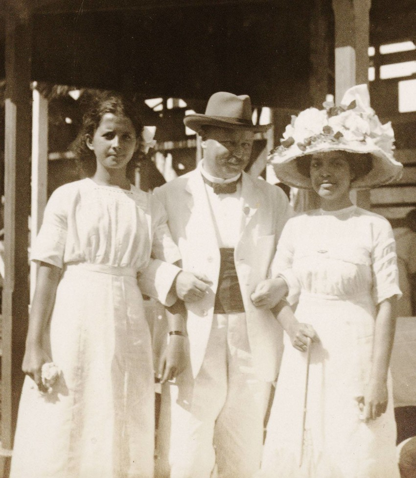 Miss Aggie Swann (later Aggie Grey), on left at a horse race meeting at Apia Park, then known as Solf Field, possibly at the event of 27 July 1912. She is photographed with Mr Gerhard Rohlfs, who was Secretary of the Apia Sports Club (which ran the r