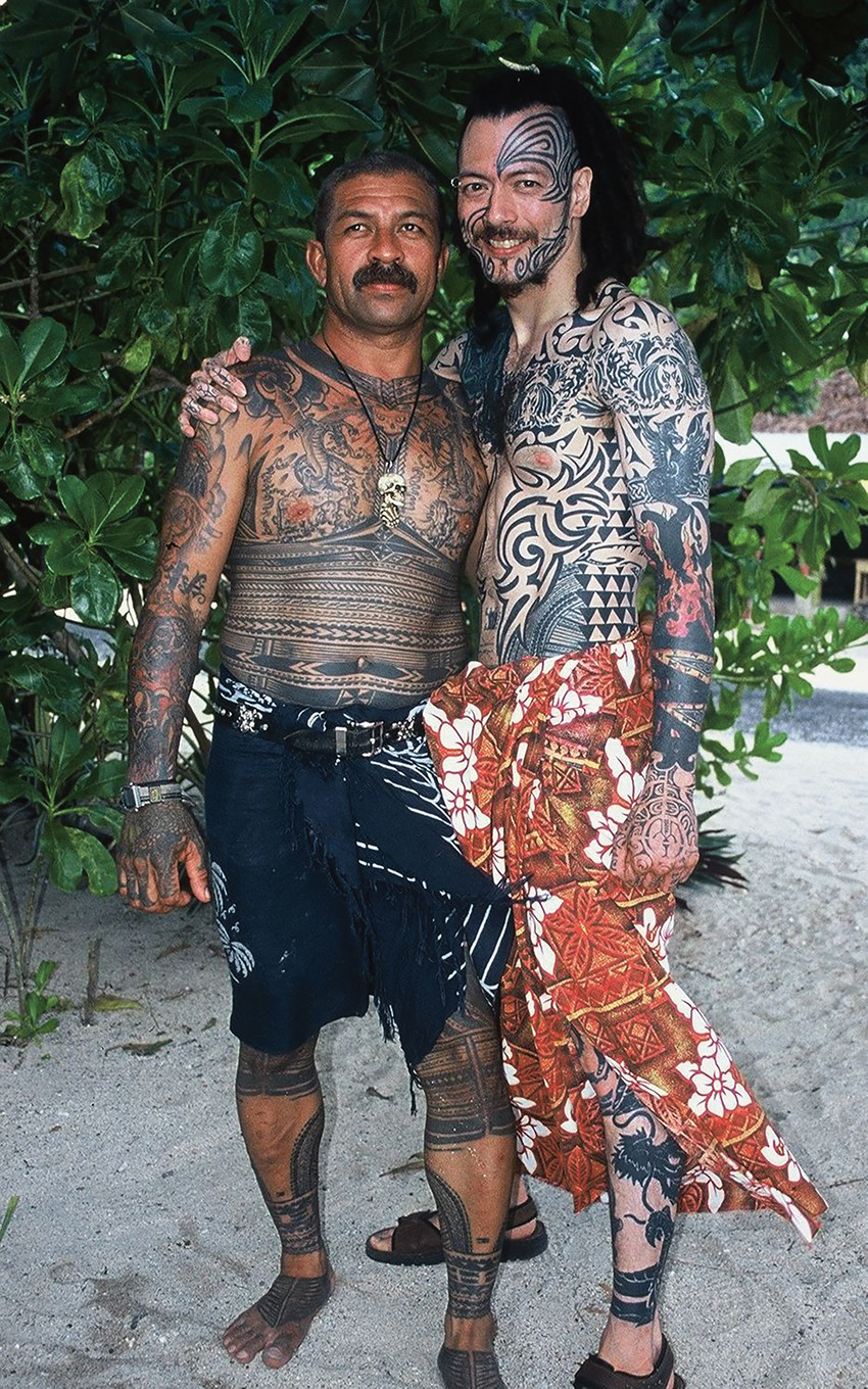 Fig. 128 Tauili'ili Watti Mika and Sulu'ape Freewind and their tattooed bodysuits, Saleapaga, Sāmoa, 2001. © Sean Mallon