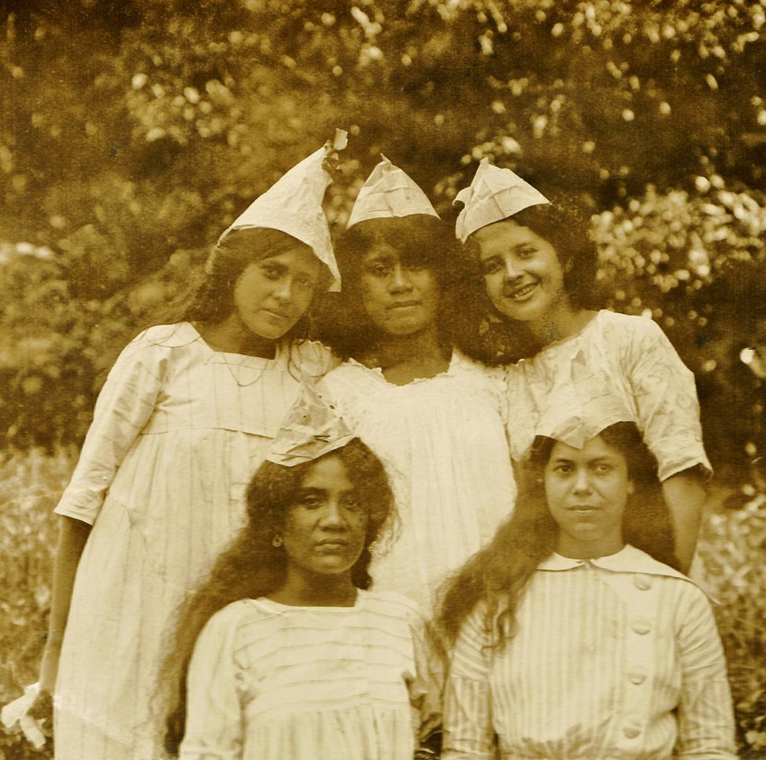 Group of five, circa 1915. Identities appear to be as follows (left to right), standing: Mary Swann (married Croudace), Lissy Tualaga, Agnes 'Aggie' Swann (m. Hay-McKenzie/Grey); below, Henrietta Schuster (m. Loibl) and Christine 'Tine' Kruse (m. Bar