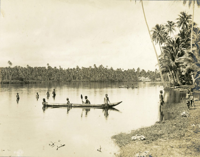 Safune Lake and children circa 1912. (Walther Laussen/Peter Loedel Collection).