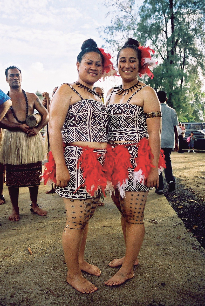 Fig. 115 Tatau as a cultural symbol of the nation. Members of Sāmoa Contingent, Ninth Pacific Festival of the Arts in Palau, 2004: Ana Kalolo (left) and Karene Fa'asisila (right). © Sean Mallon
